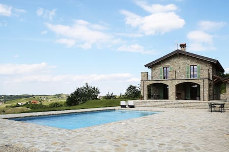 5.5 BR Unique Villa in Piedmont with amazing view - Castel Boglione - Huvila