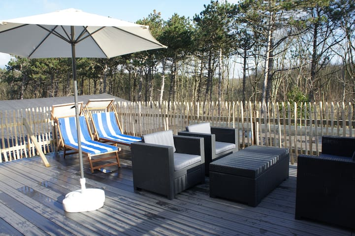 Enjoy a bright holiday home and private terrace!