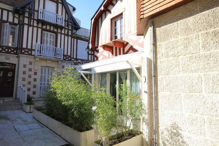 Deauville hyper centre: Maison Les Deux Lions