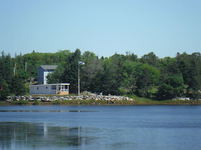 Seaside home with boat launch. 35 min. to Halifax.
