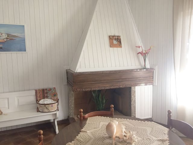 Casa Vacanze,centrale ottimo per famiglie - Buggerru - บ้าน