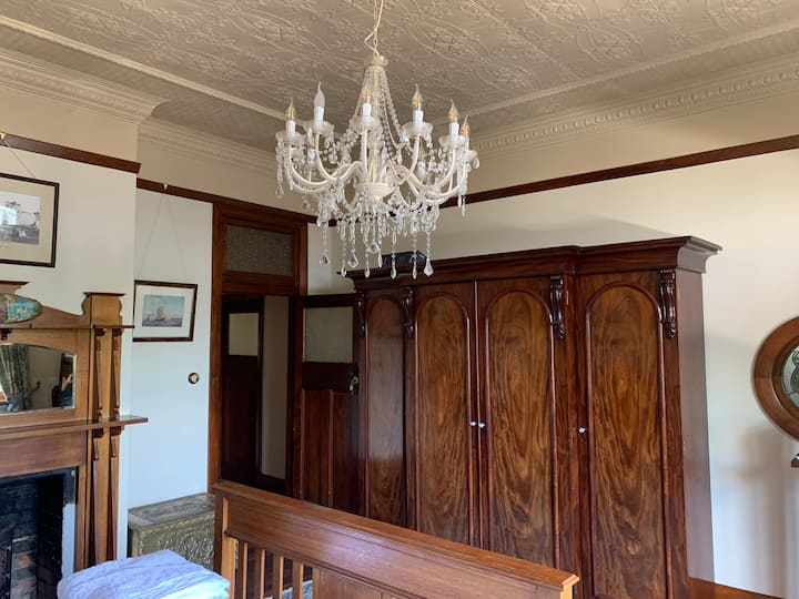 Ulverstone heritage accommodation: Executive Suite