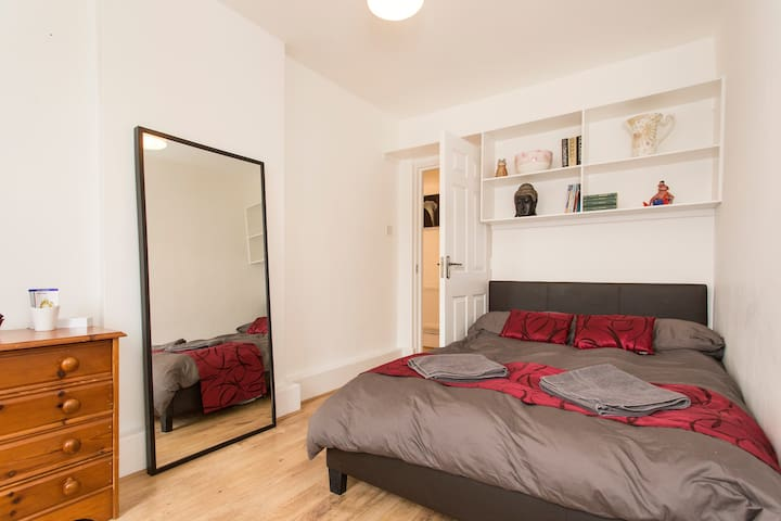 Double Bedroom in Lovely 2 Bed Flat