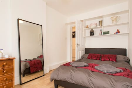 Double Bedroom in Lovely 2 Bed Flat - Apartamento