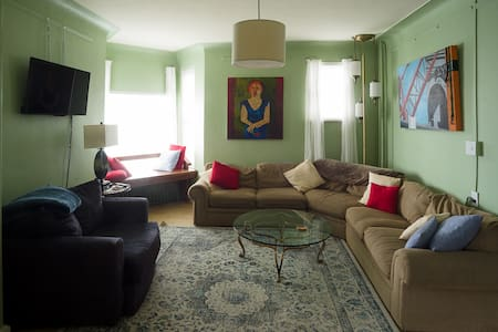 Bright & beautiful lakeview 2BR, near downtown