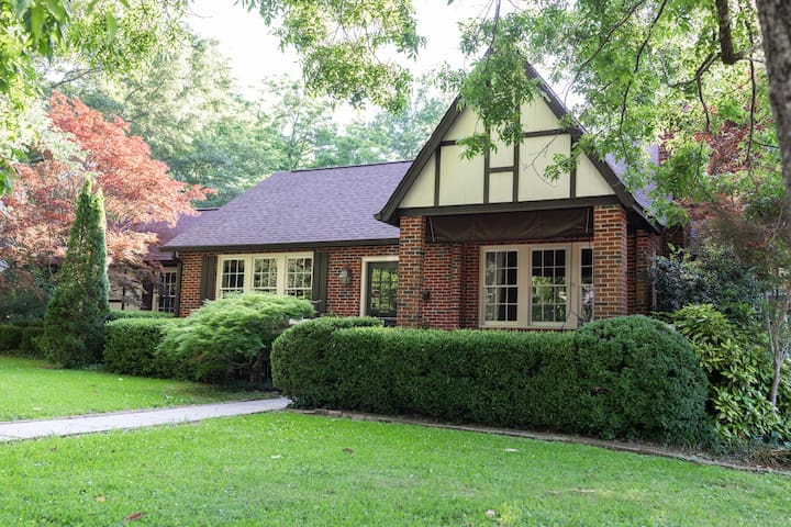 Large Family Home - Walk to Campus and The Square!