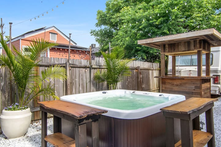 Lively Home & Paradise Patio w/ Hot Tub