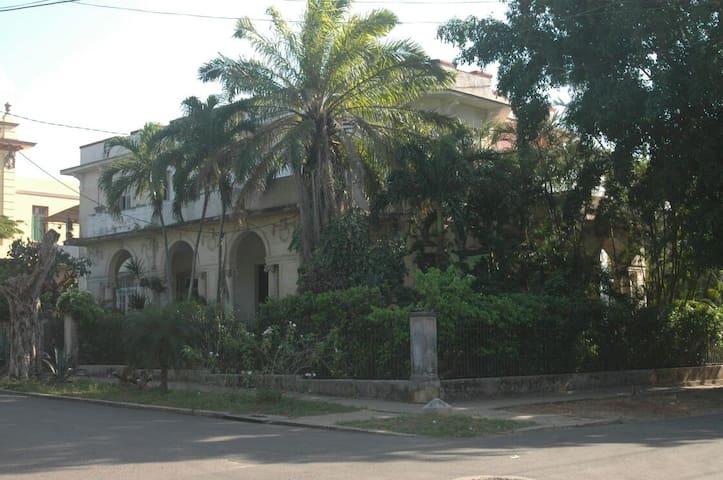Ale & Liuba 1923 house
