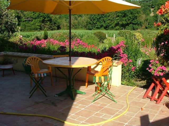La Chambre Verte dans ma Maison avec Jardin - Mondoubleau - Huis