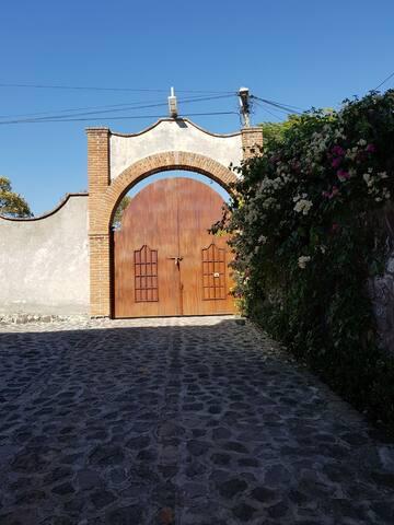 Linda Habitación con Vista Casa Arcos Malinalco