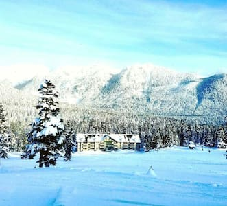 Ski In/Out Cozy Condo w/hot tub - Snoqualmie Pass - 公寓