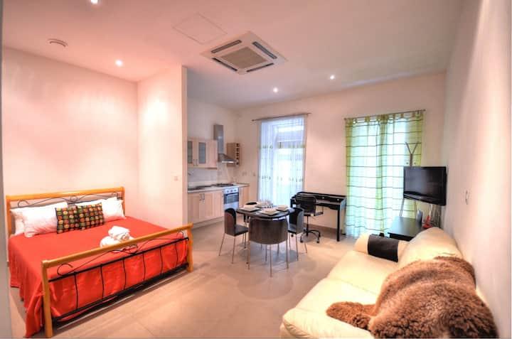 Strada Stretta Suite 2