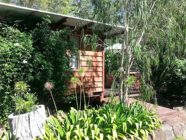 """Tranquila"" Cosy Cubby on bush acreage with pool - Ilkley - Cabin"