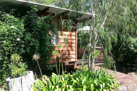 """Tranquila"" Cosy Cubby on bush acreage with pool - Ilkley - Stuga"