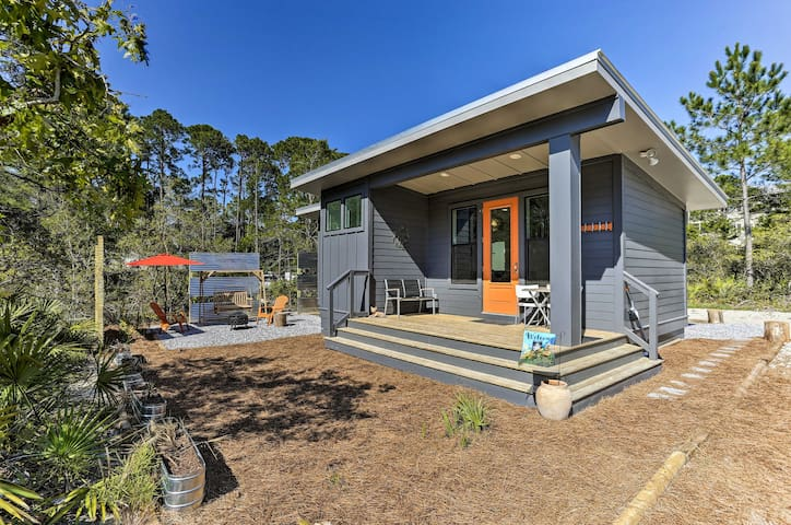 Mid-Century Modern Beach Cottage for Two!