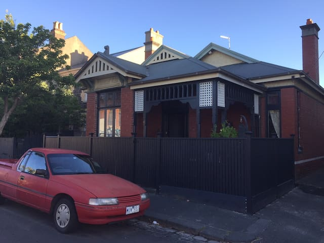Fantastic 3 Bedroom House in Fashionable Fitzroy
