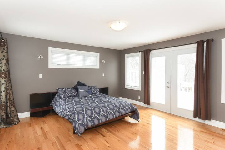 ★ Summer Haven ★ Kid Friendly ★ 2 x Parking ★ - Ottawa - House