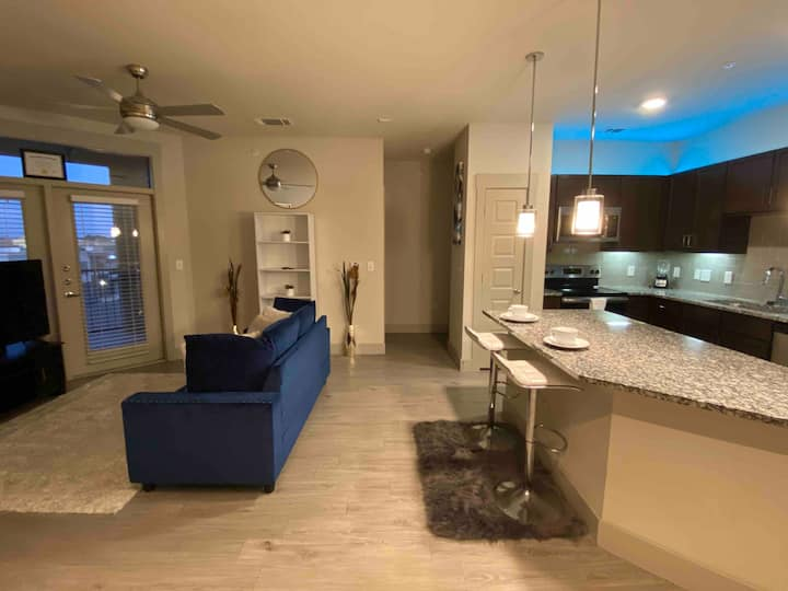 Nice Comfy Luxury  Apartment (Galleria Area)