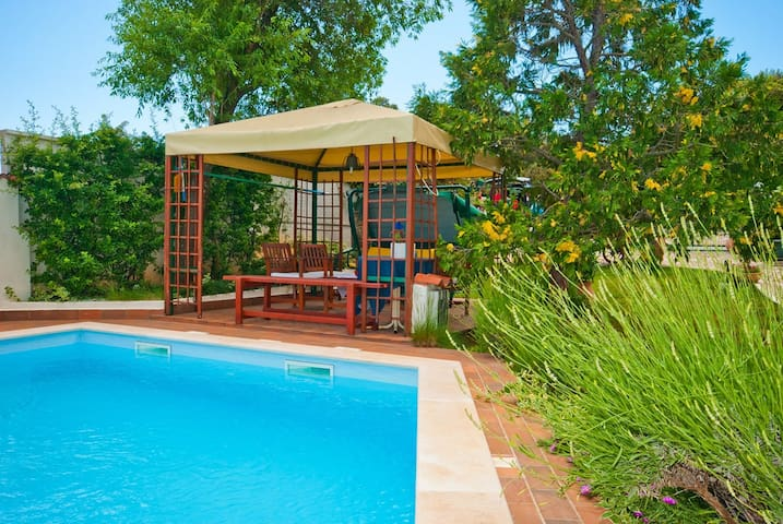 Guest House Bizjak / Grape A(4+0), green side apt with shered pool, two bedrooms