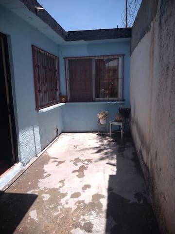 Amplia y cómoda habitación cerca de la alameda