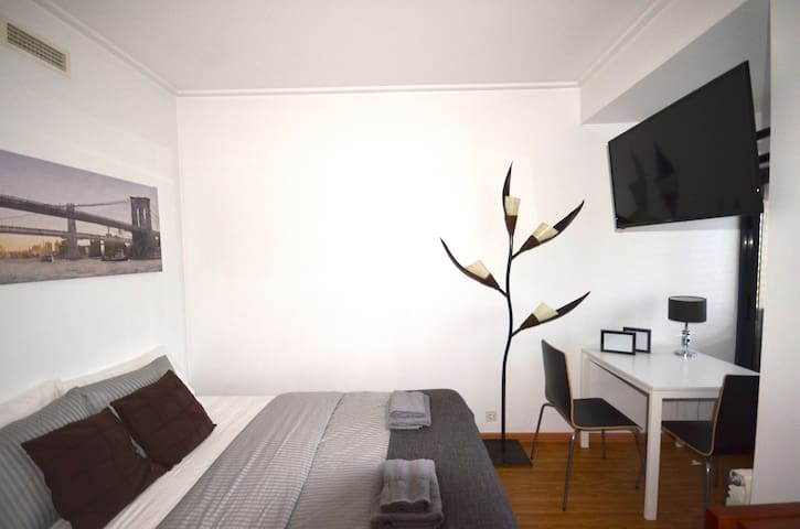 NEXT to the Airport- Double ROOM by Expo/Fil