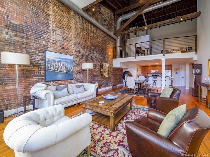 Stunning Downtown Open Loft Apartment