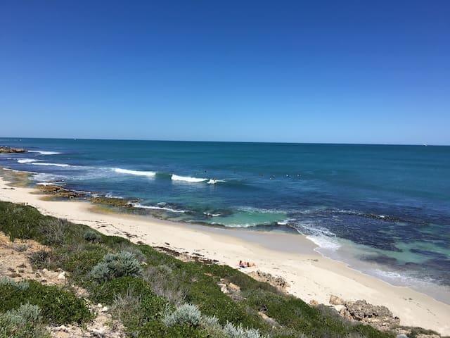 Perth 3 bed Beach Pad. Free WIFI. Jun-Aug SPECIALS