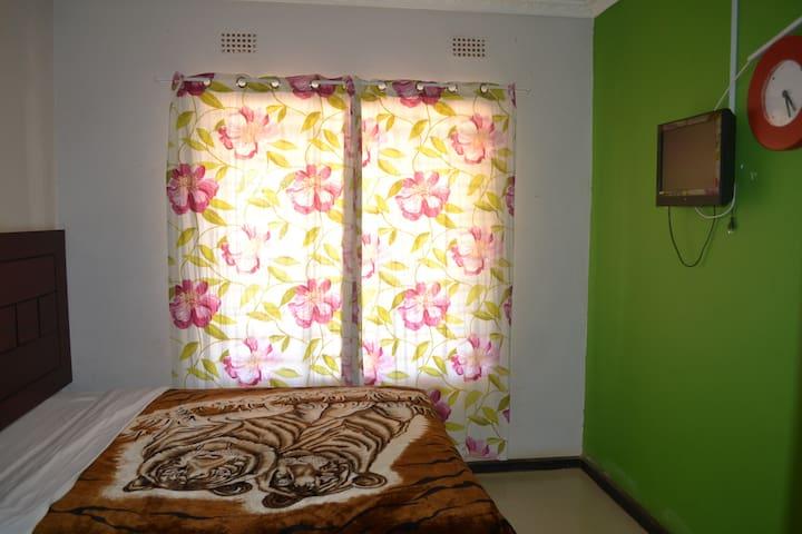 Honeybed Lodge Room 5