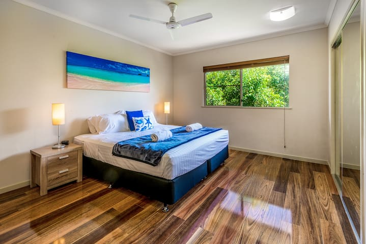 In the master bedroom, rest easy in a premium king-sized bed topped with hotel quality linens. There is ample wardrobe space for your belongings.