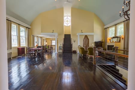 Fabulous Huge Unique Renovated Church - 4bd/3.5 ba - Easton