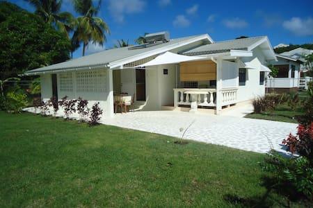 Casaneta, tropical Bajan home - Weston - Ház