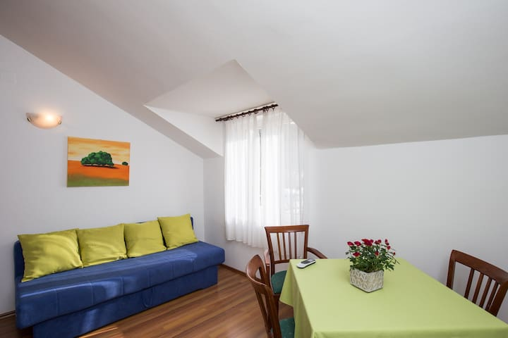 Konalic - One bedroom apartment with sea view