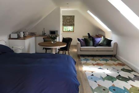 Studio flat in woodland garden near Cambridge
