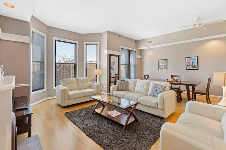 Bright & Very Spacious 4 Bed - Lincoln Park!