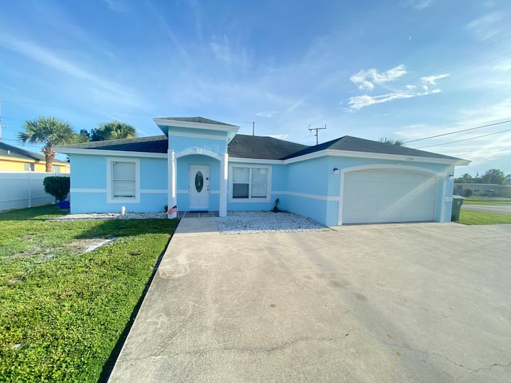 Modern home with pool  5 min from beach and city