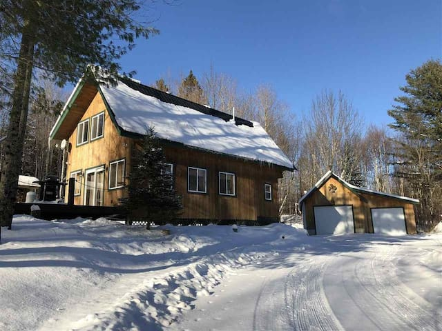 The Hideaway - a cozy cabin on 24 wooded acres