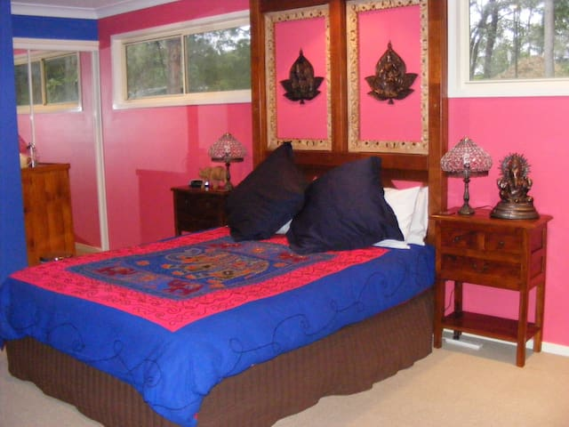 Tambaridge Country Style BnB - Bollywood Spa Suite