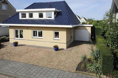 Complete villa - Lelystad
