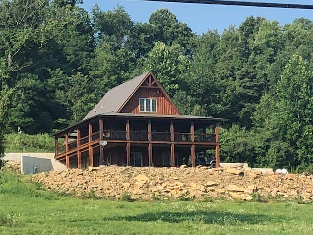 Modern cabin, steps from public Wildlife Area