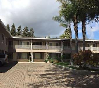 近Stanford2室1卫短租1月 - Menlo Park