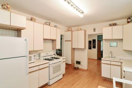 Cozy Room in Avondale 3 - Chicago - Apartment