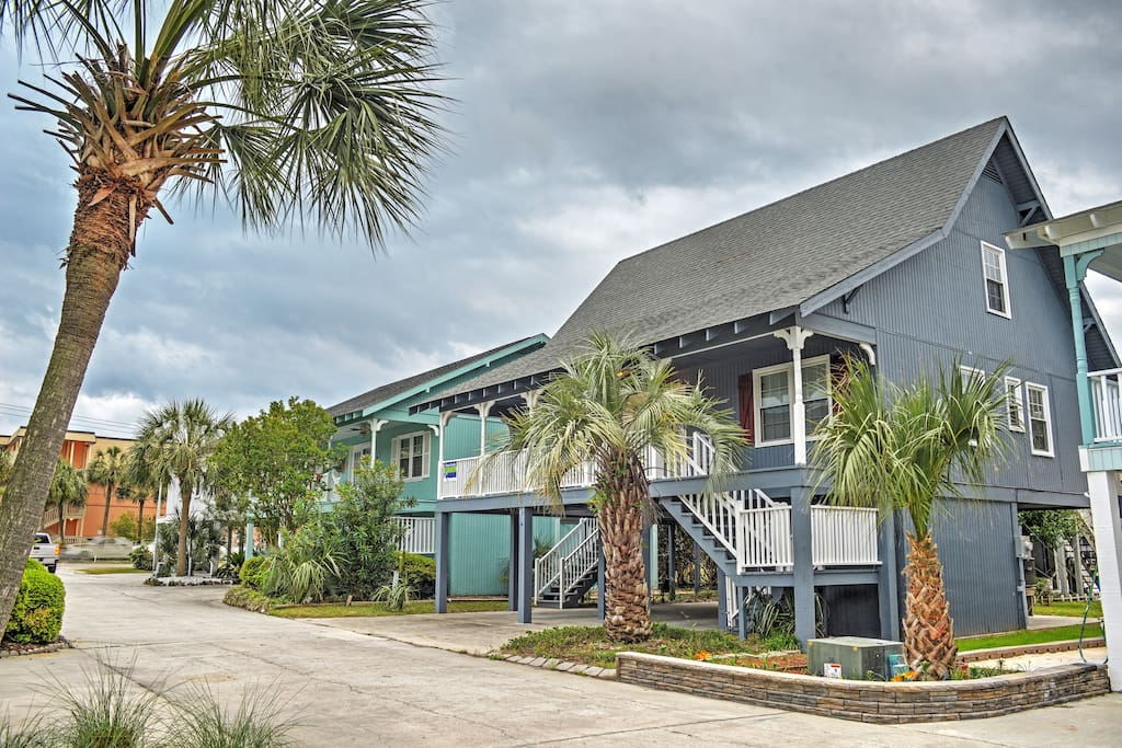 Easy access to the beach! You'll be a short 2 minute walk to the sparkling waters