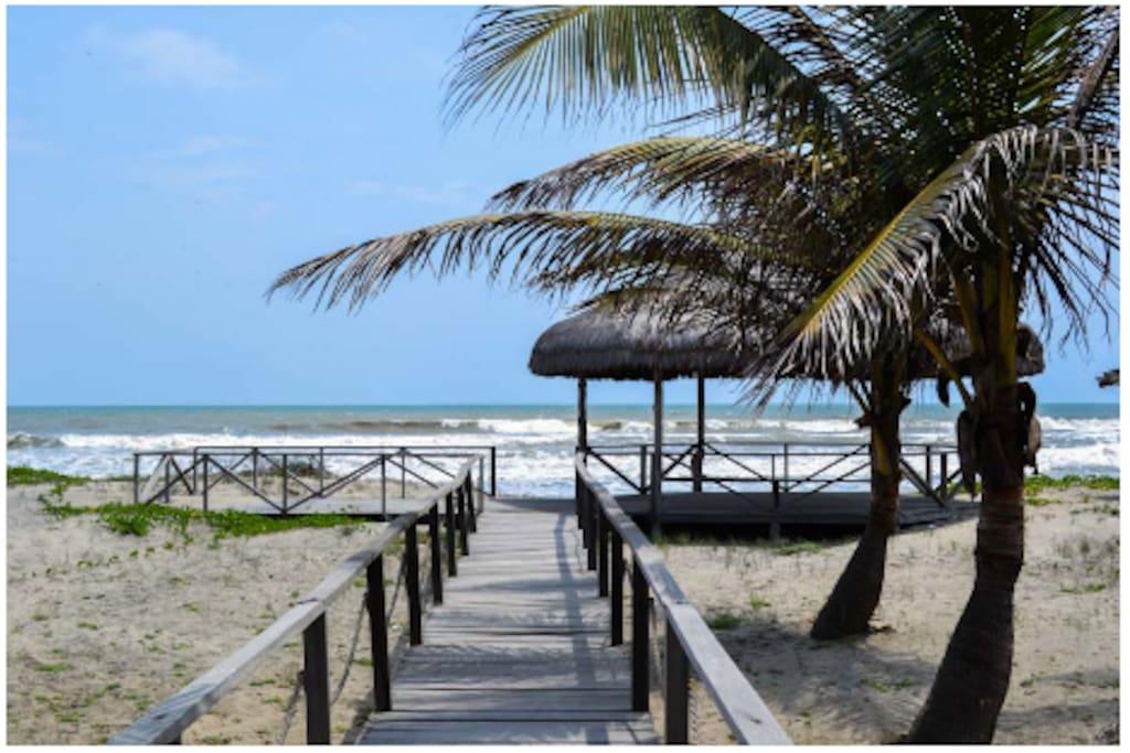 Acceso directo a la Playa para disfrutar del segundo mejor clima del mundo.