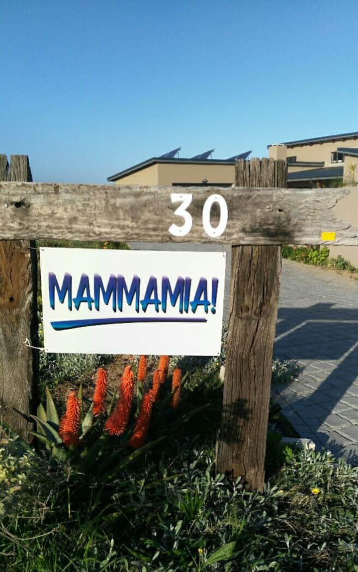 Mammamia at Glentana is pet friendly,self catering