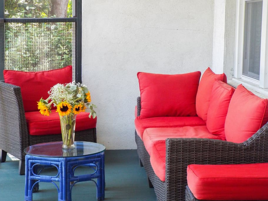 Screened in porch perfect for relaxing