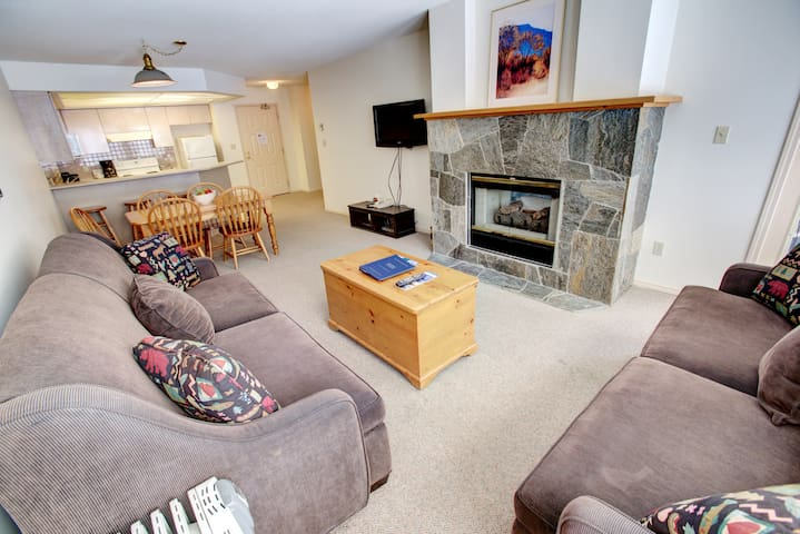 Wonderful Whistler Townhome with Stone Fireplace + Outdoor Hot Tub