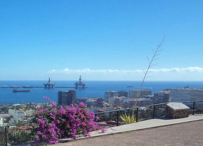 Cozy double room 26 min walk to Canteras beach! - Las Palmas de Gran Canaria - Appartement