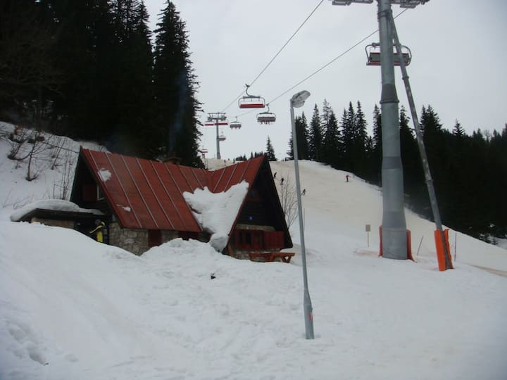 Jahorina ski cabin right on the slopes