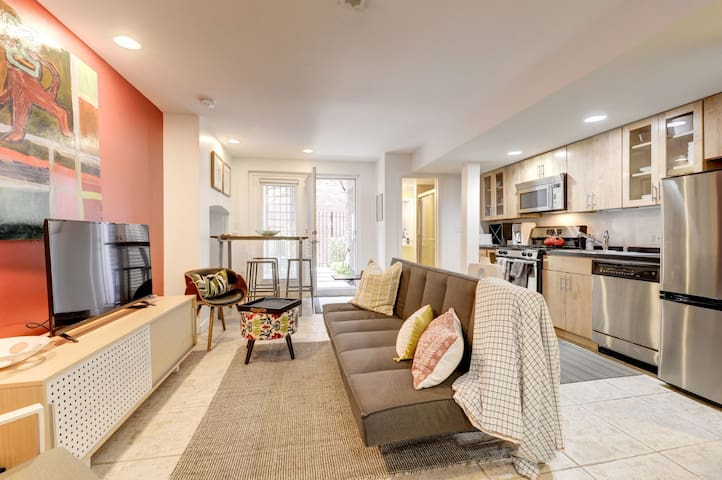 Modern 1 Bedroom in DC Rowhome 1 Block from Metro!