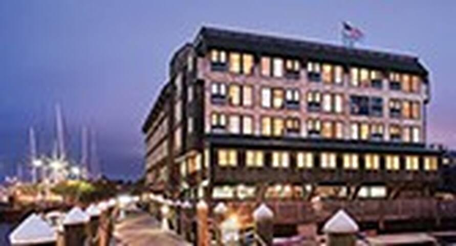 Inn on LongWharf Downtown Newport-Harborview Unit